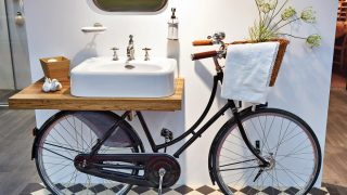 31dae6c4 151e 47bb baba ce5384de17f5 20_upcycling_ideas_bicycle_vanity.jpg