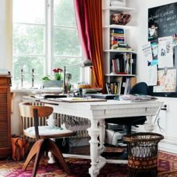 Arbeitszimmer mit artistischem interieur schoene vielfabige ausgefallene gardinen.jpg