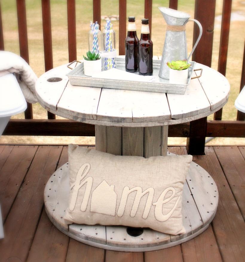diy anleitung ein kreativer tisch aus kabeltrommel. Black Bedroom Furniture Sets. Home Design Ideas
