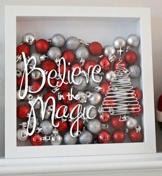 tolle dekoration aus bilderrahmen und weihnachtskugeln. Black Bedroom Furniture Sets. Home Design Ideas
