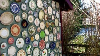 Recycle old plates and turn them into wall eye cathing design.jpg