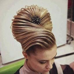 Glamourose Und Festliche Frisuren Nettetipps De