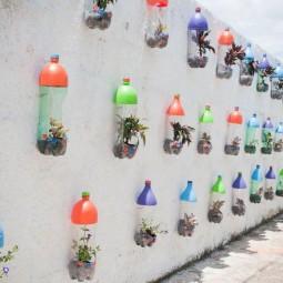 Wandgestaltung aus bunten pet flaschen 1.jpg
