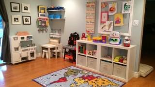 Wohnzimmer einrichten kinderfreundlich kinderzimmer spielecke kinderteppich regale spielzeug resized.jpg