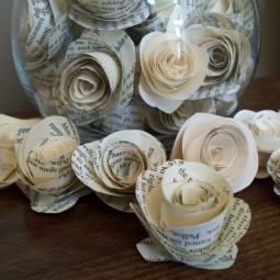 Basteln zeitungspapier blumen rollrosen glasbehaelter dekoration buchseiten.jpg