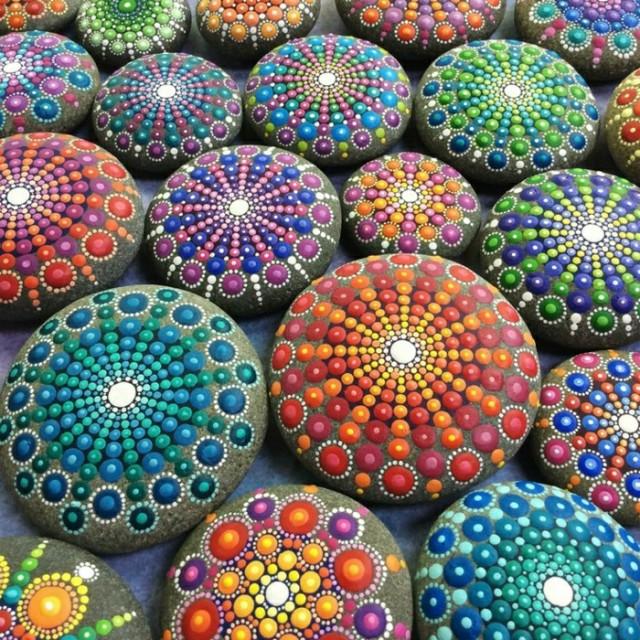 Bemalte steine als originelle gartendeko for Originelle gartendeko