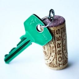 Diy wine cork keychain.jpg