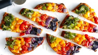 Rainbow veggie flatbread pizza blog.jpg