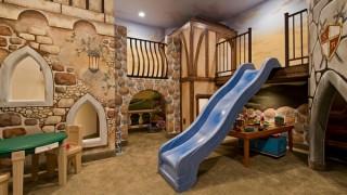Untergeschoss spielraum kinderzimmer gestalten spielzeug rutsche.jpg