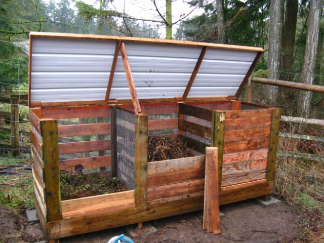 3 bin compost system using wood metal and wire 1.jpg