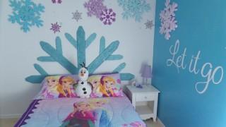 Kinderzimmer gestalten schneeflocken kinderbett thematisch bettwaesche frozen.jpg