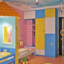 Kinderzimmer komplett mit bunten haendeabdrucken.jpg