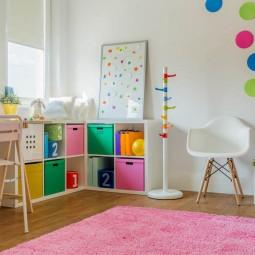 Kinderzimmer_maedchen_bunt_rosa_teppich.jpg