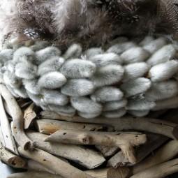 Weidenkaetzchen osterdeko idee basteln kraenze dekoideen fruehling federn ostern.jpg