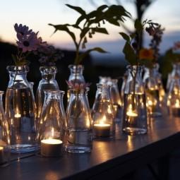 Windlicht garten teelichter glaeser flaschen durchsichtig romantik tisch blumen.jpg