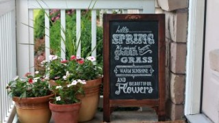 12 ways to spring up your front porch12 350x233.jpg