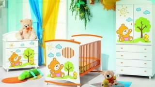 Babyzimmer gestalten deko ideen bunt blumen gruen 1.jpg