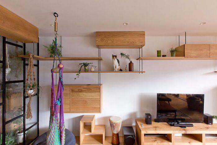Cat friendly byt pre macku preliezky drevene domceky vertikalny ulozny priestor 2.jpg