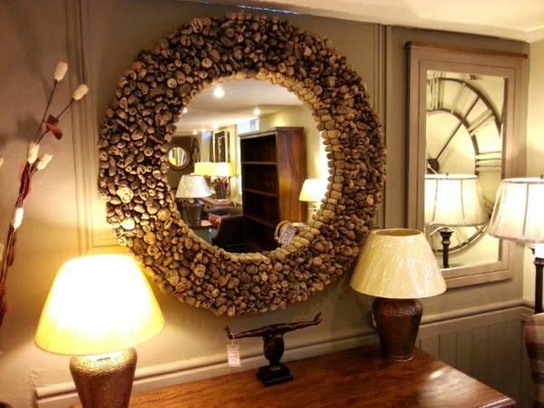 spiegel mit naturmaterialien dekorieren. Black Bedroom Furniture Sets. Home Design Ideas