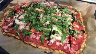 997542 960x720 pizza ohne mehl mit thunfisch und m.jpg