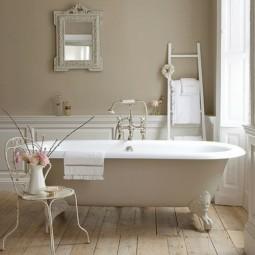 Badezimmer moebel weiblich stuhl blumen holzdeck badewanne.jpg