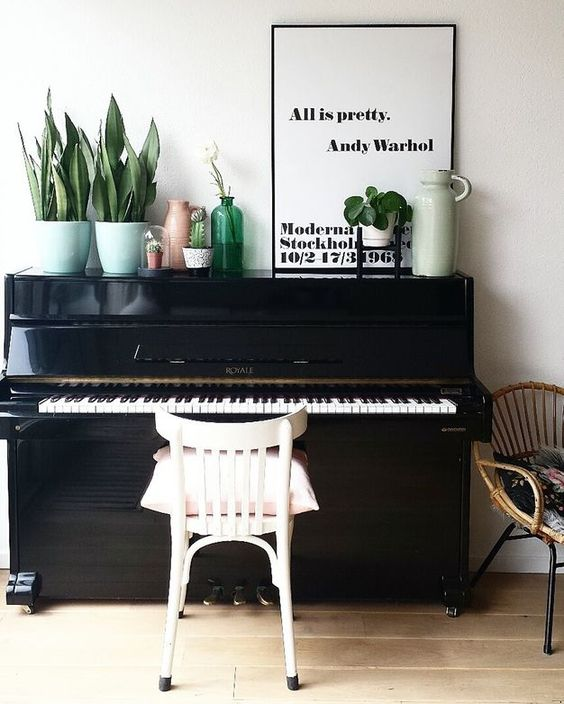 m bel wenn das klavier dazu z hlt. Black Bedroom Furniture Sets. Home Design Ideas