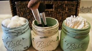 Hold small things in mason jars.jpg