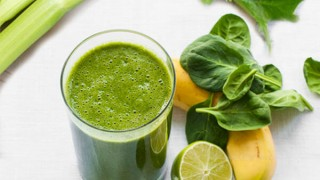 Celery spinach lime banana detox juicing to lose weight1.jpg