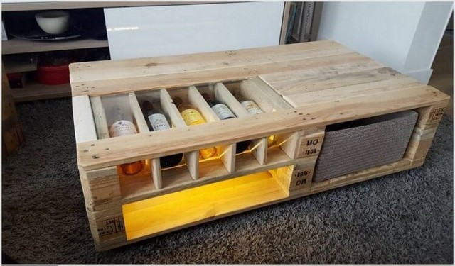 Pallet table with bottles storage 1.jpg
