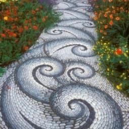 49175caca0e04c5205740e77f314ee2b garden ideas mosaic.jpg