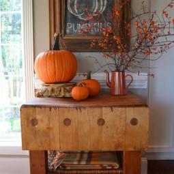 Fall decorating ideas in farmhouse style 1.jpg