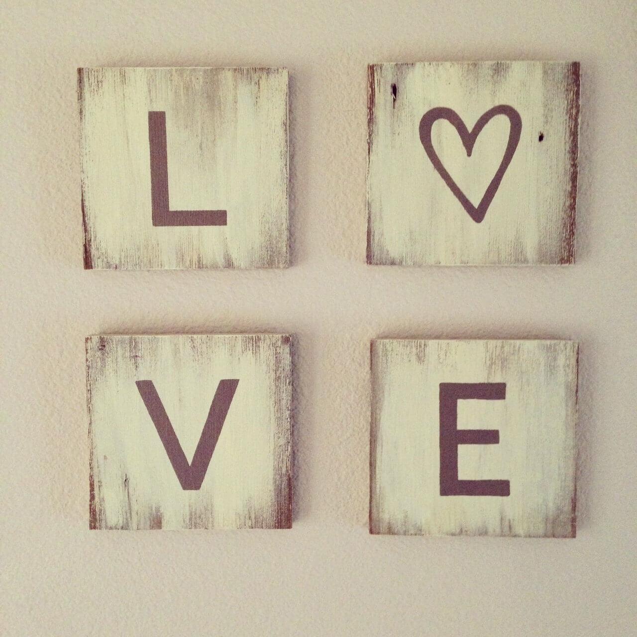 11 rustic love wood signs ideas homebnc.jpg