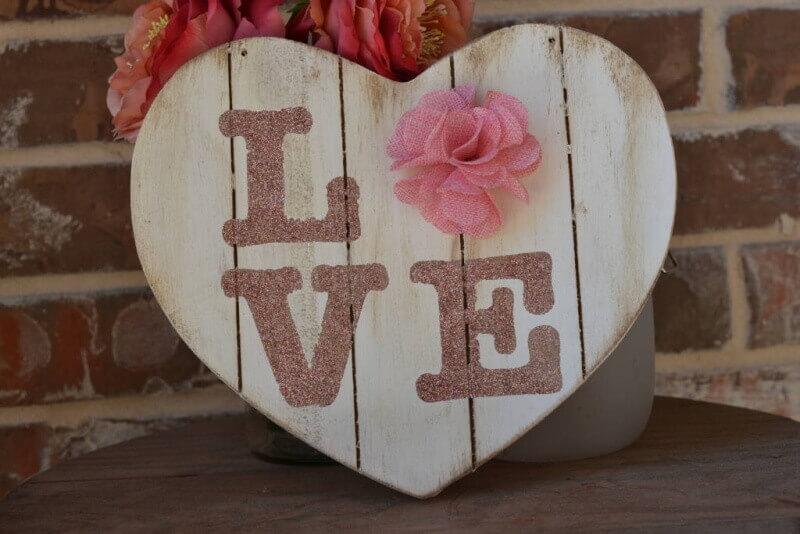 20 rustic love wood signs ideas homebnc.jpg