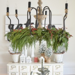 Christmas chandelier with garland 12.jpg