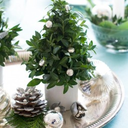 12 Chic, Easy Holiday Table Ideas | Hgtv with regard to Christmas Floral Table Decorations