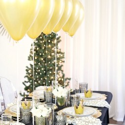 1481036617 christmas party table setting 3.jpg