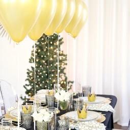 1481036617 christmas party table setting 3.jpg