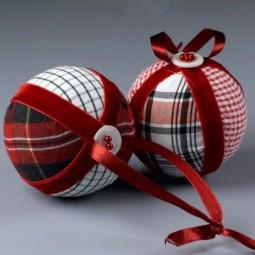 E237069ed4980e05f331ef9f386a8e61 fabric scrap crafts fabric christmas ornaments.jpg