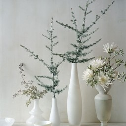 9ae36c28494258f843a9f5ee7232a094 spider mums white vases.jpg