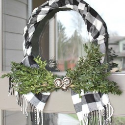 Buffalo check wreath using a scarf.jpg