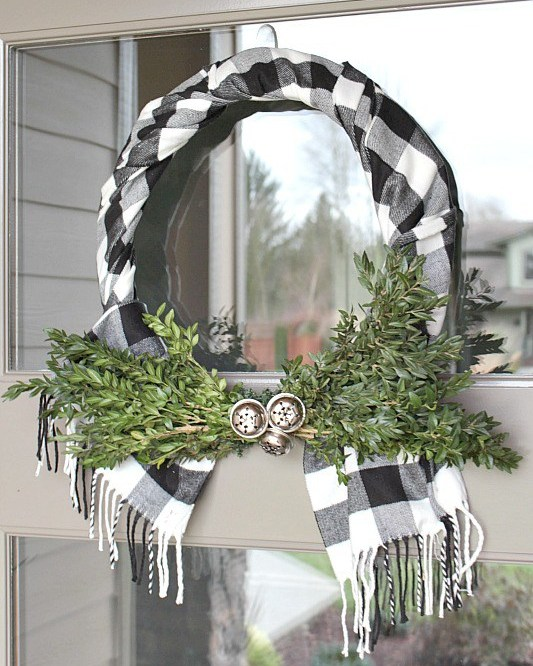 Buffalo check wreath using a scarf.jpg