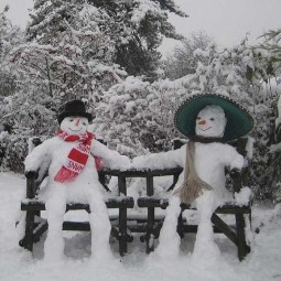 Winter decorating backyard ideas snow sculptures 12.jpg