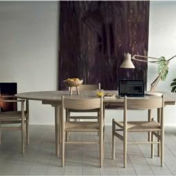Kamin weisses holz tisch mit stuehlen skandinavische einrichtung.jpg