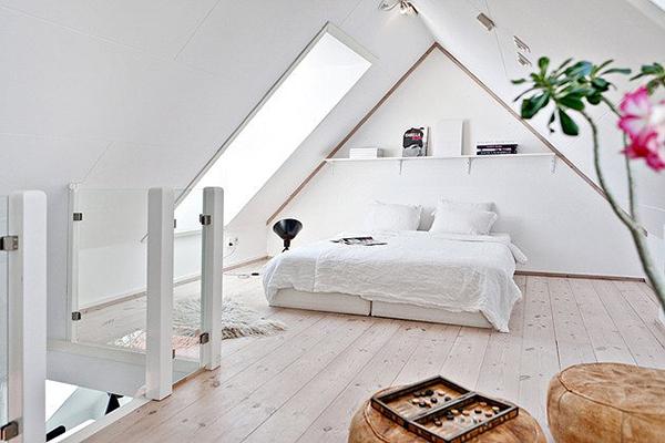 Modernes schlafzimmer dachschraege mit dachfenster als schlafzimmer ideen.jpg