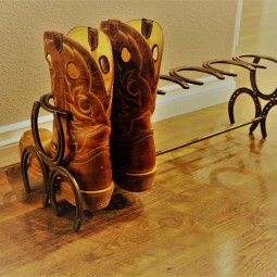 Horseshoe boot rack.jpg