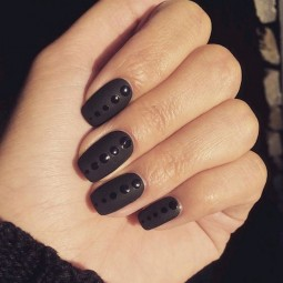 22 black nail designs that range from elegant to edgy 14.jpg