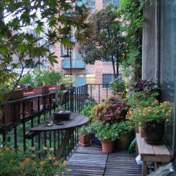 Easy and stylish small balcony design ideas 01.jpg
