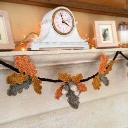 Crochet acorns 10 adorable autumnal diy projects for your home.jpg