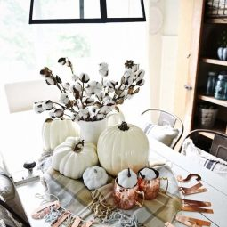 Welcoming fall table decorating ideas 06 1 kindesign.jpg