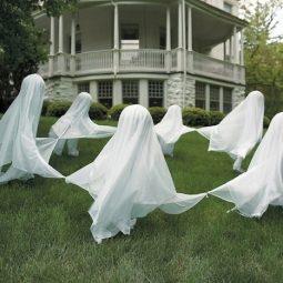 16 awesome homemade halloween decorations.jpg